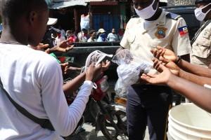Distribution de masque Par le Ministère de l'Intérieur et des Collectivités Territoriales pour protéger la population contre la propagation du Covid-19