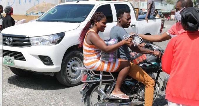 Le MICT a procédé dans la matinée de ce dimanche 24 mai à une nouvelle distribution d'articles sanitaires et de cache-nez dans la capitale.