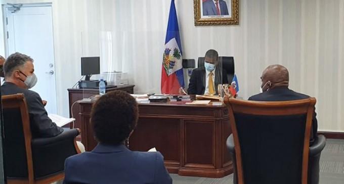 RENCONTRE ENTRE LE MINISTRE DE l'INTÉRIEUR ET DES COLLECTIVITÉS TERRITORIALES  M.AUDAIN FILS BERNADEL ET M.FABRIZIO PORETTI, CHARGÉ D'AFFAIRES, CHEF DE MISSION ADJOINT ET DE COOPÉRATION DE L'AMBASSADE  DE LA CONFÉDERATION HELVÉTIQUE EN HAÏTI
