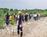 Bulletin spécial # 10 du Dimanche 23 Aout 2020 à 09h AM (heure locale ) Vigilance Rouge  Du Plan National de Gestion des Risques et des Désastres (PNGRD) Description : Tempête tropicale LAURA Localisation : 65 km au Nord Nord-est de Port-au-Prince (Haïti) et de 80km au Sud du Cap-Haïtien     Vent max soutenus : 75 Km/h   Déplacement rapide : Ouest Nord-ouest à 30 km/h Pression Minimale : 1005 HPA Observation sur Haïti De forte pluie généralisée accompagnée de rafales de vent soutenues est actuellement observés sur le pays. Certains départements du pays notamment le Nord-est, l'Artibonite, le Centre, l'Ouest et le Sud-est ont déjà une saturation du sol à 100%. Le passage du système se confirme sur Haiti par de fortes pluies et des rafales soutenues et de grosse mer notamment sur la côte Nord du pays.  Prévision sur Haïti par rapport à la Perturbation La Tempête Tropicale LAURA se déplace actuellement sur Haiti avec une trajectoire Ouest Nord-ouest et une vitesse de déplacement de 30 km/h. Par conséquent, les conditions météorologiques restent menaçantes pendant le passage du système au cours de la journée d'aujourd'hui.  Les prévisions de fortes précipitations torrentielles et de rafales de vents très forts sont maintenues sur l'ensemble du territoire national. Les cumuls de pluie peuvent aller de 100 à 300 mm sur certains endroits principalement sur le Sud-est, les Nippes, l'Ouest et la Grand-Anse ainsi que les rafales soutenues sur l'Artibonite, le Nord-est, le Nord et le Nord-Ouest du pays. De ce fait, des risques d'inondations sévères à extrême, de crues éclaires, des glissements, des coulées de boues et des conditions maritimes dangereuses sont maintenus sur le pays jusqu' à cet après -midi.  A cet effet, la Direction Générale de la Protection Civile (DGPC), le  SPGRD  de concert avec l'UHM maintient ce dimanche 23 Aout 2020 à 9h AM (heure locale), l'activation du Plan National de Gestion des Risques et des Désastres avec un niveau de Vigilance Rouge (i.e. risqu